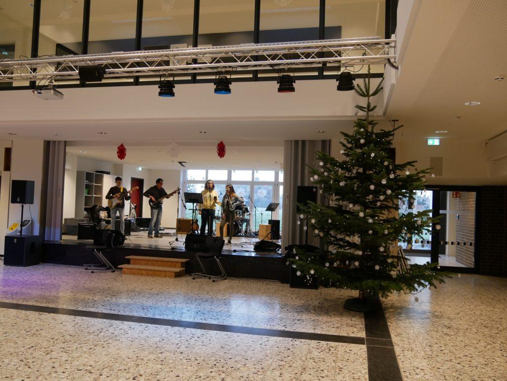 Vorweihnachtliches Begegnungsfest in der Realschule Mausbach